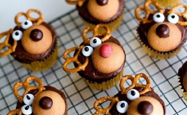 Cute-Christmas-Treats-Reindeer-Cupcakes
