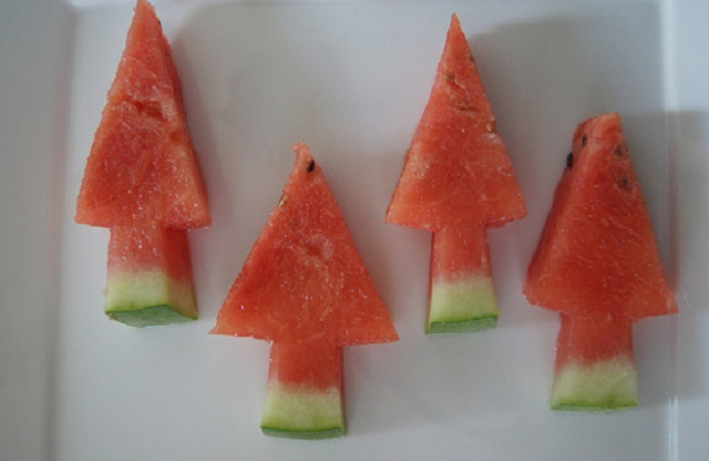Easy-Christmas-Treats-to-Make-Watermelon-Tree